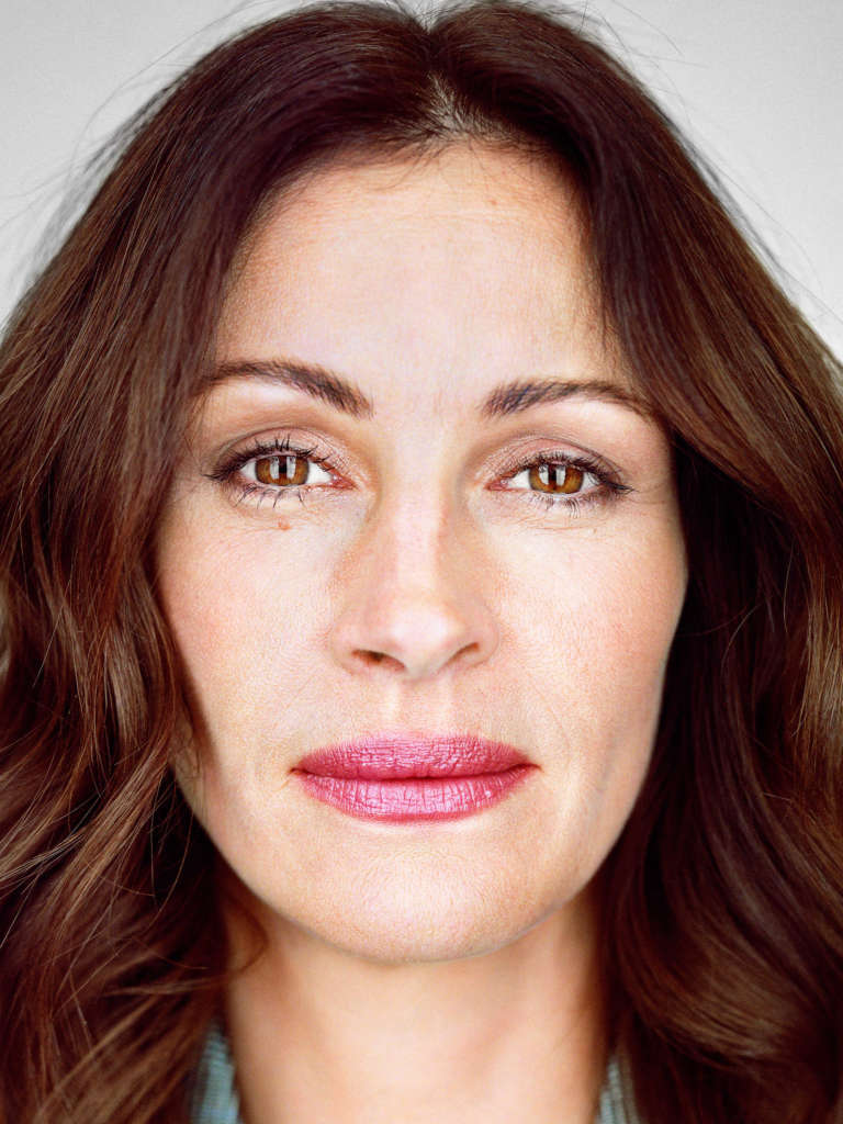 Portrait of Julia Roberts in frontal view in front of white background